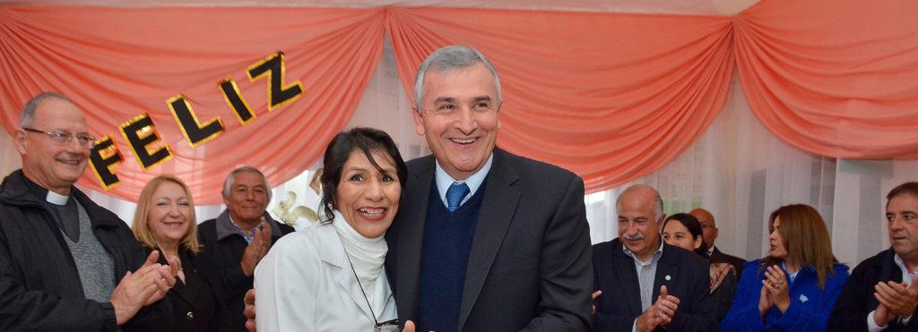 El Gobernador y funcionarios en el acto del 57 aniversario del Hospital Arturo Zabala de la cuidad de Perico.